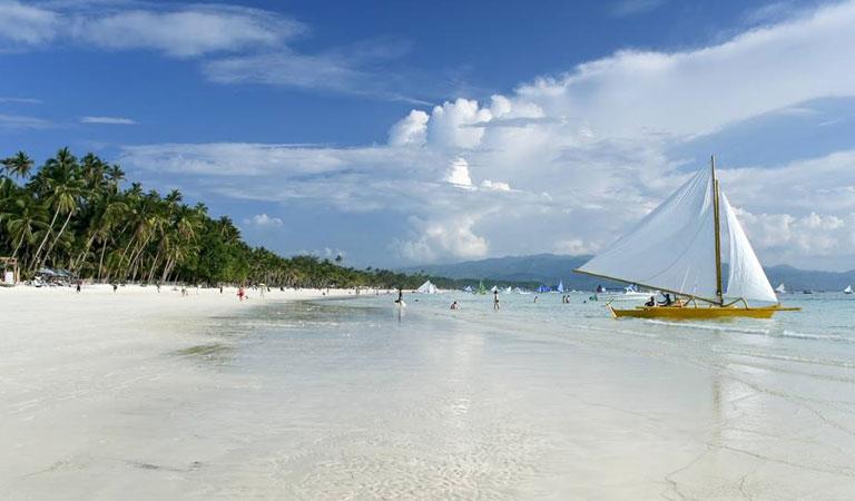 Filipíny ostrov Boracay bílé pláže