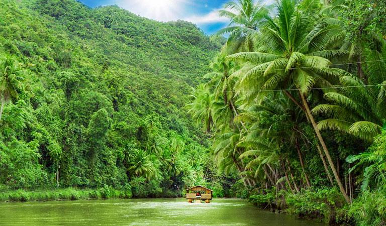 Filipíny plavba lodí po řece Loboc